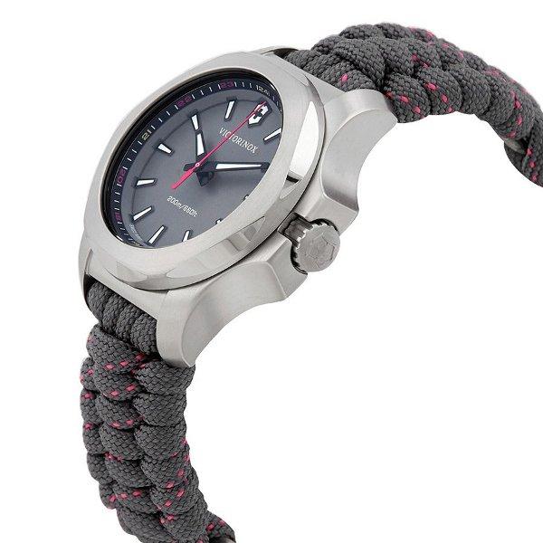 Součástí balení je také gumový kryt pro ještě větší ochranu hodinek. fd6b9daadeb